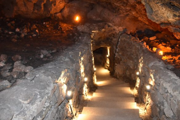 Kırıkkale Valisi Yunus Sezer'in bir süre önce sonucu restorasyonu Kültür ve Turizm Bakanlığı tarafından yapılan Sulu Mağara'ya turistler ilgi gösteriyor.