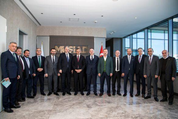 Kırıkkale Valisi Yunus Sezer ve berberindeki heyet, Kırıkkale'nin sanayi potansiyeli, yatırım avantajları ve ilimizin tanıtımı amacıyla İstanbul'da bir dizi çalışma ziyaretleri gerçekleştirdi.