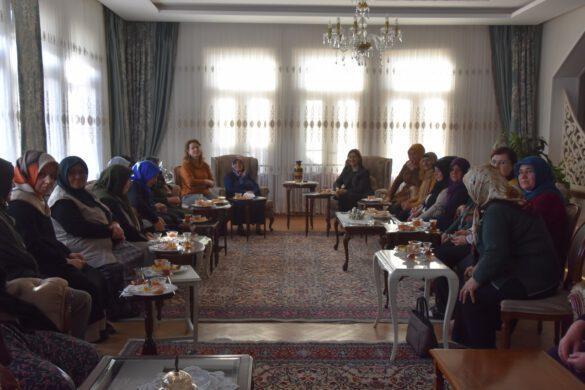 Kırıkkale Valisi Yunus Sezer' in eşi Canan Sezer , Şehit yakınlarını vali konağında ağırladı.